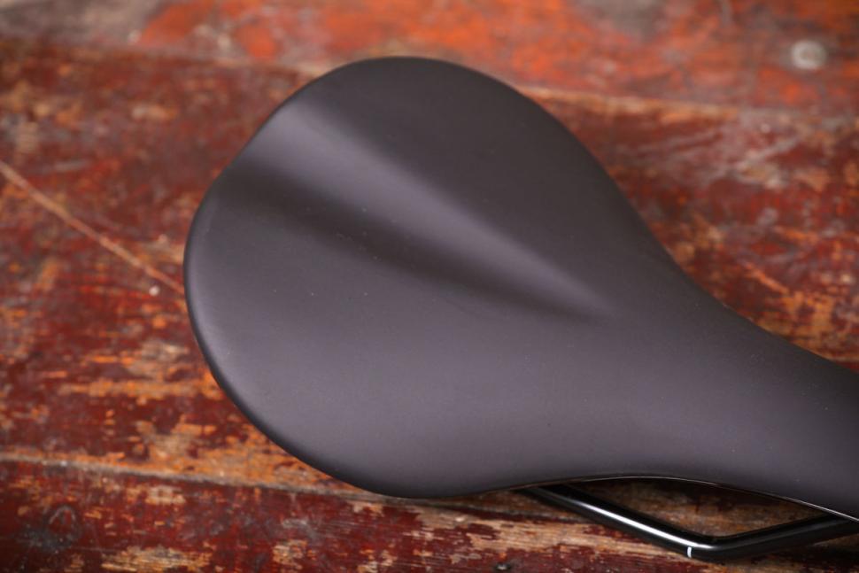 Fabric Scoop Sport saddle - detail.jpg