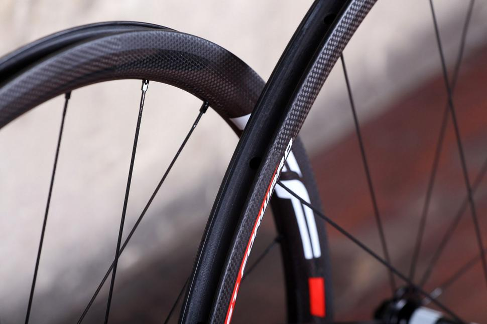 Fast Foward F3R Full Carbon Clincher Wheelset - rim bed.jpg