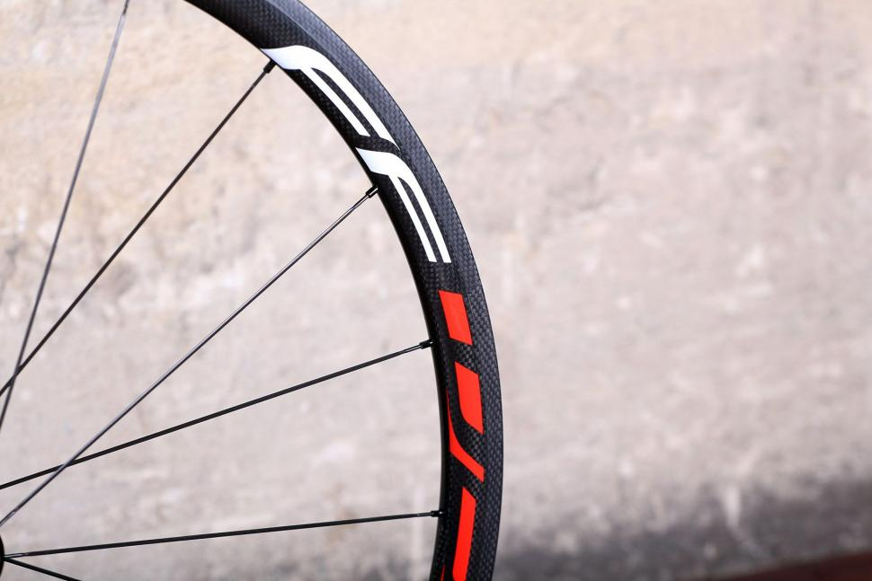 Fast Foward F3R Full Carbon Clincher Wheelset - rim detail 4.jpg