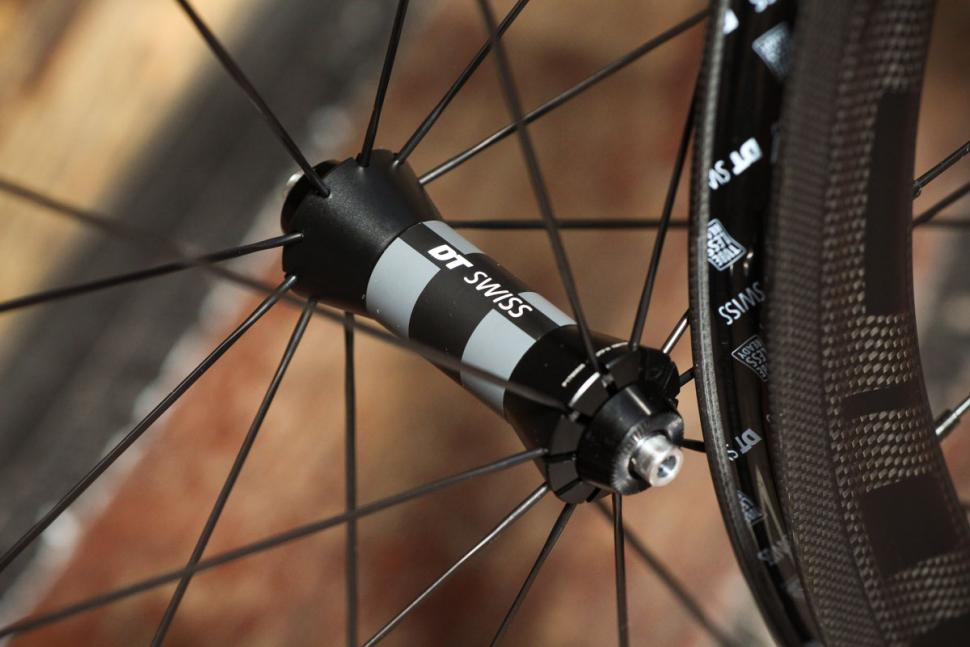 fast_forward_f4r_full_carbon_clincher_tubeless_pair_-_front_hub.jpg