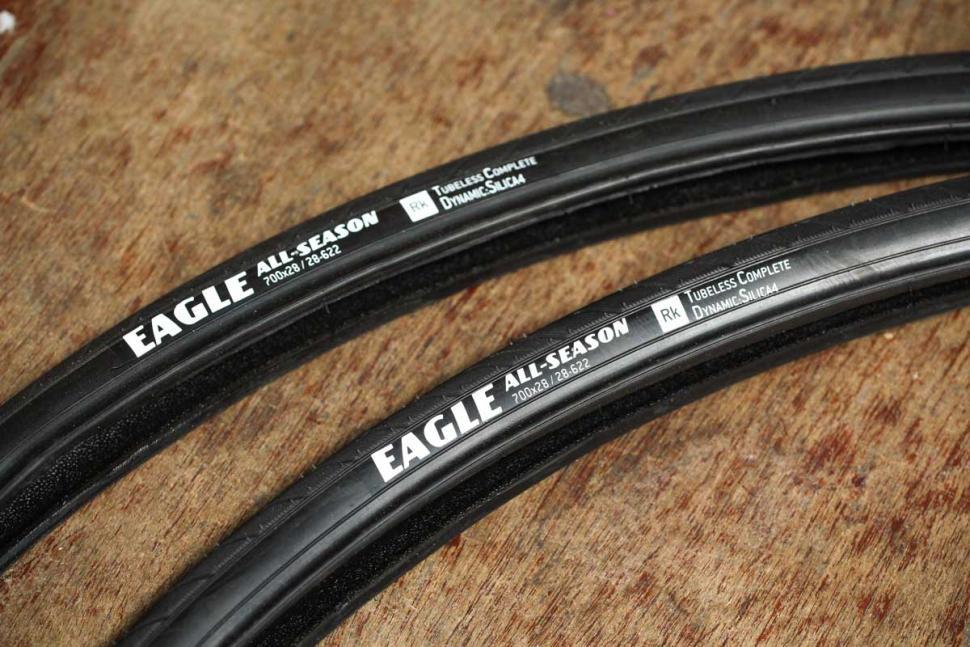 fast_forward_f4r_full_carbon_clincher_tubeless_pair_-_tyres.jpg