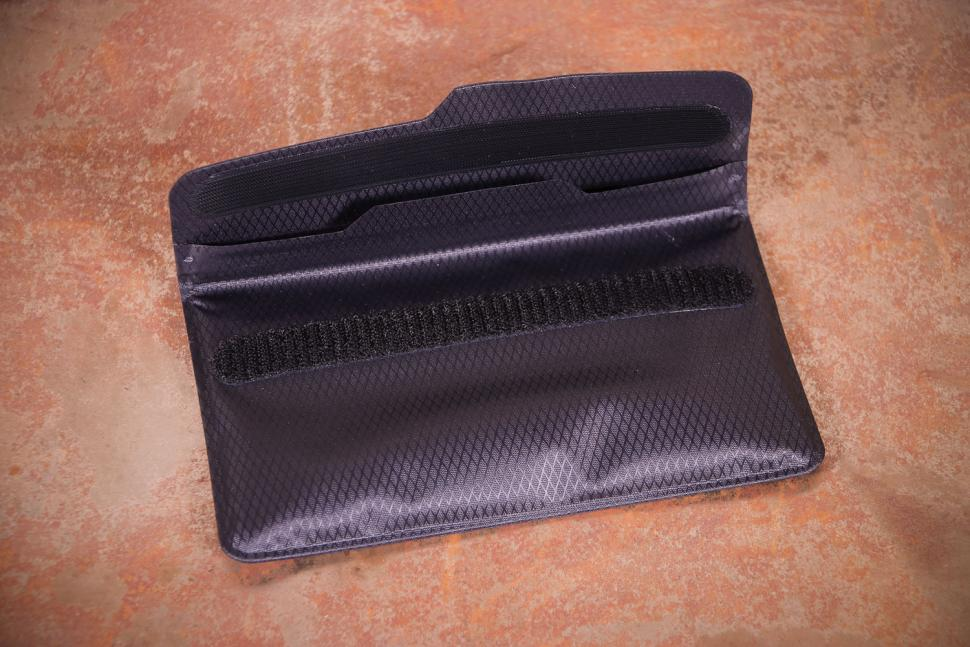 fickaskap Waterproof Phone and Valuable Wallet - velcro.jpg
