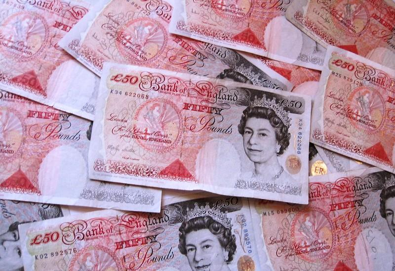Fifty Pound notes (CC BY SA 2.0 on Flickr by Images Money)