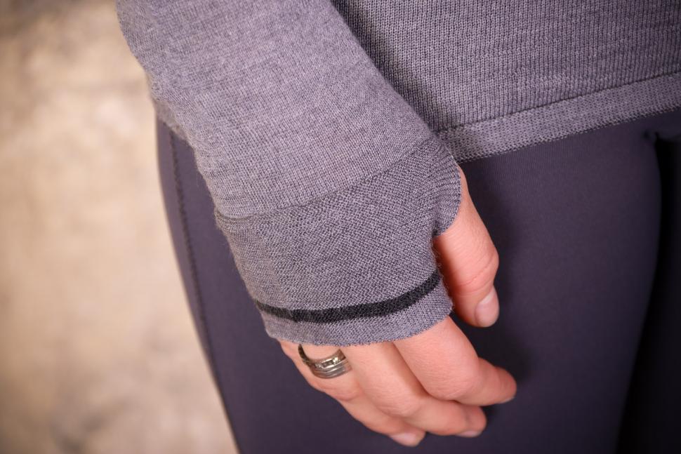Findra Caddon Merino Wool Cycling Jersey in Slate Grey - cuff 2.jpg