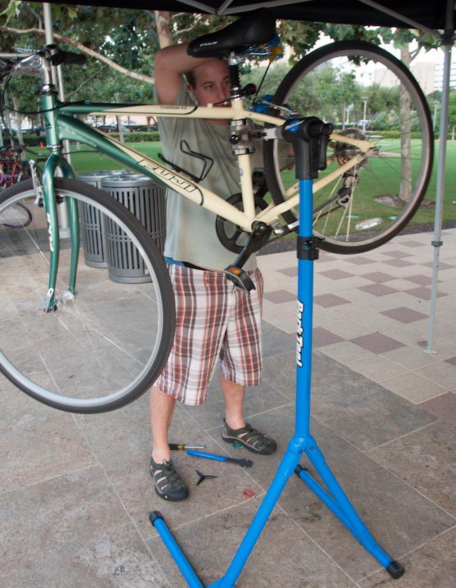 Mechanic Workstand Rack EZ Set Adjustable Bicycle Bike Maintenance Repair Stand