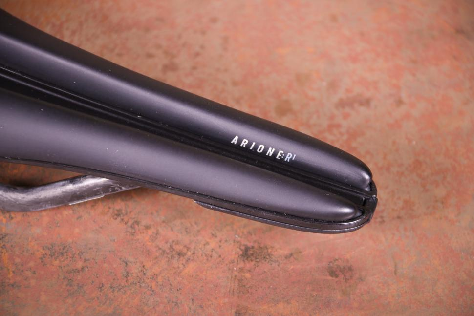 Fizik Arione R1 VS Evo saddle - nose.jpg