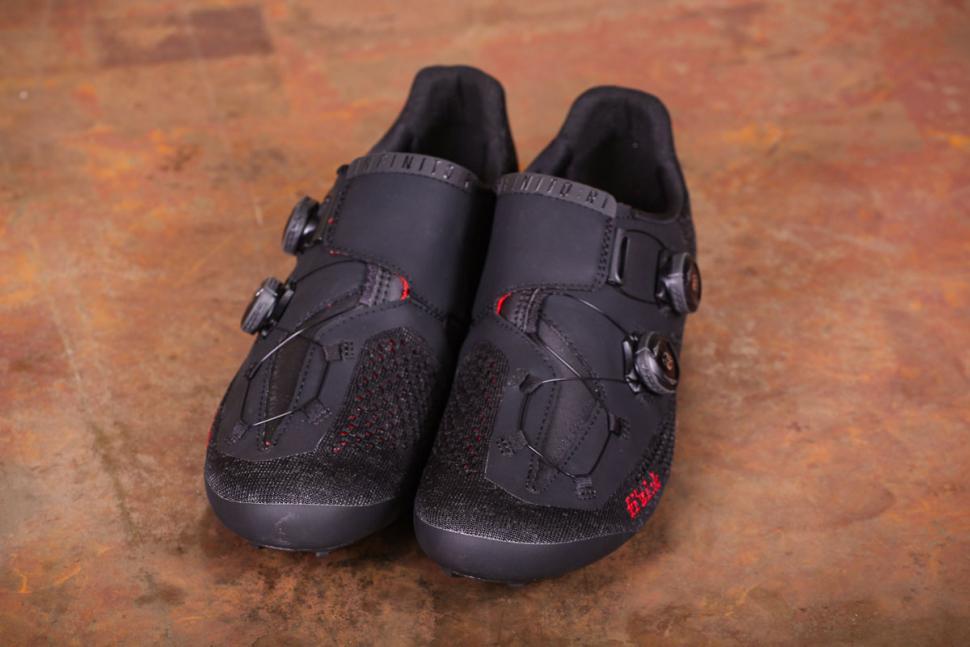 Fizik R1 Knit shoes - fronts.jpg