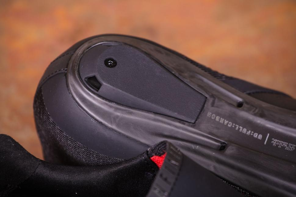Fizik R1 Knit shoes - sole heel.jpg
