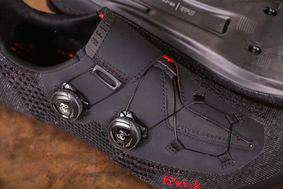 Fizik R1 Knit shoes - tension system.jpg