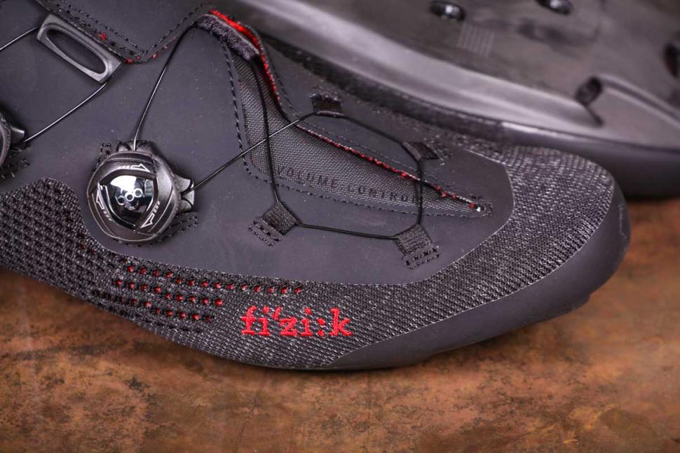 Fizik R1 Knit shoes - toe.jpg