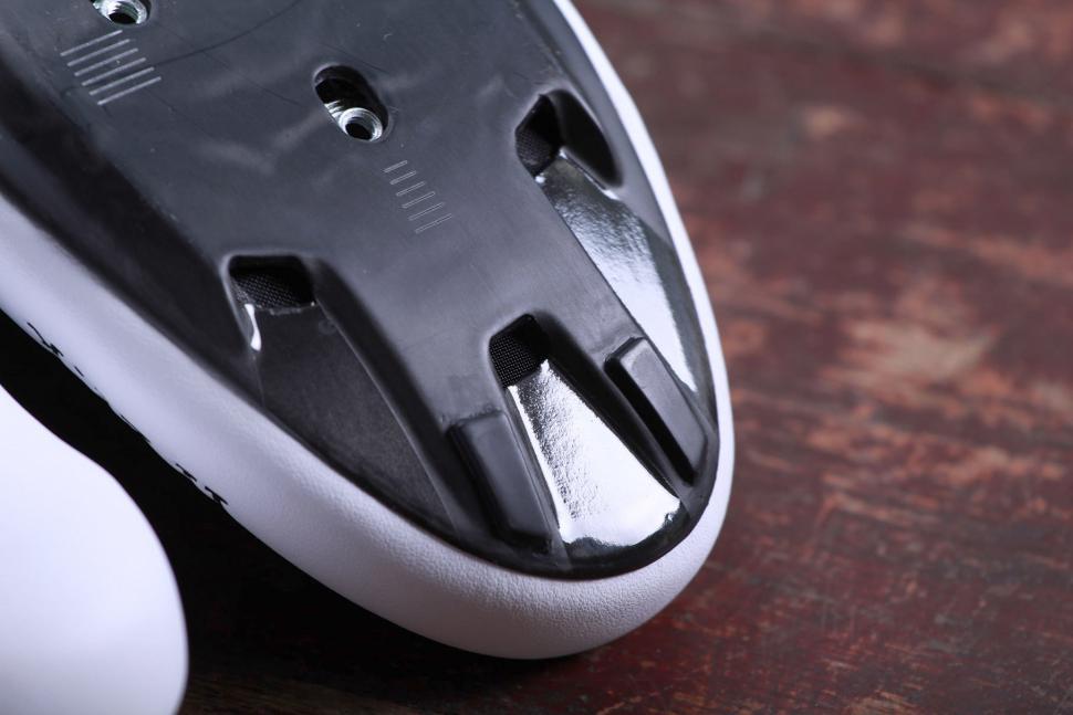 Fizik R1B Uomo Cycling Shoes - sole toe.jpg