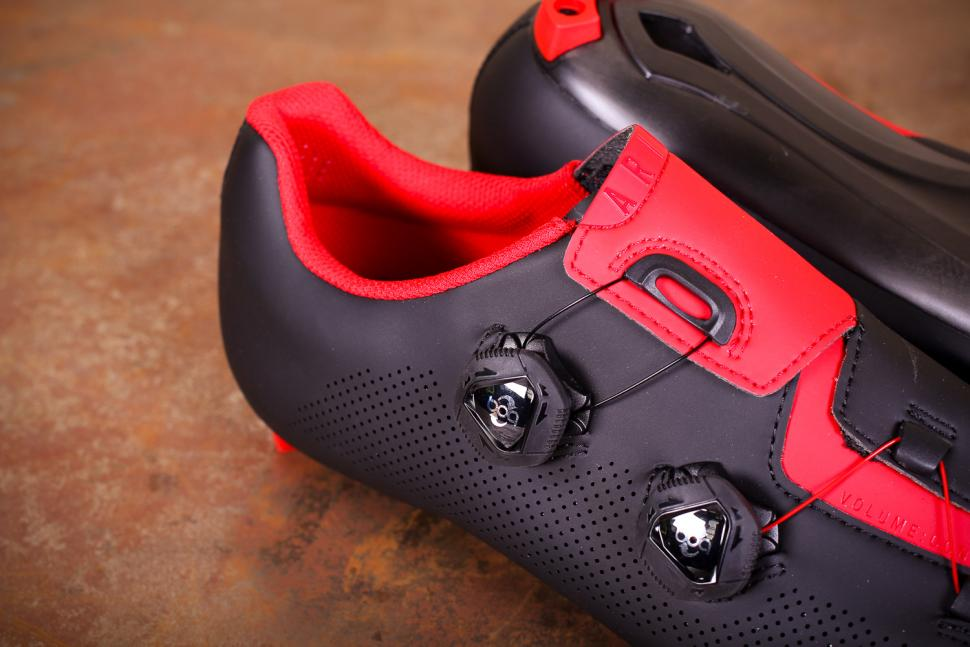 Fizik R3 Aria shoes - boa.jpg
