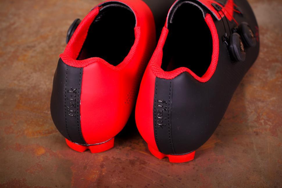 Fizik R3 Aria shoes - heels.jpg