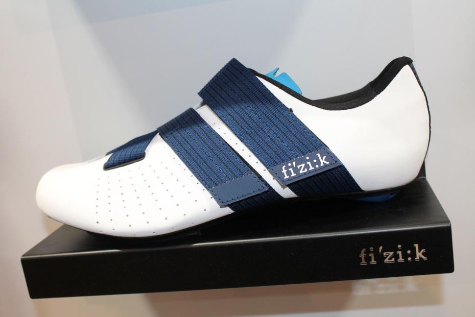 Fizik Tempo Powerstrap R1 shoes - 1.jpg