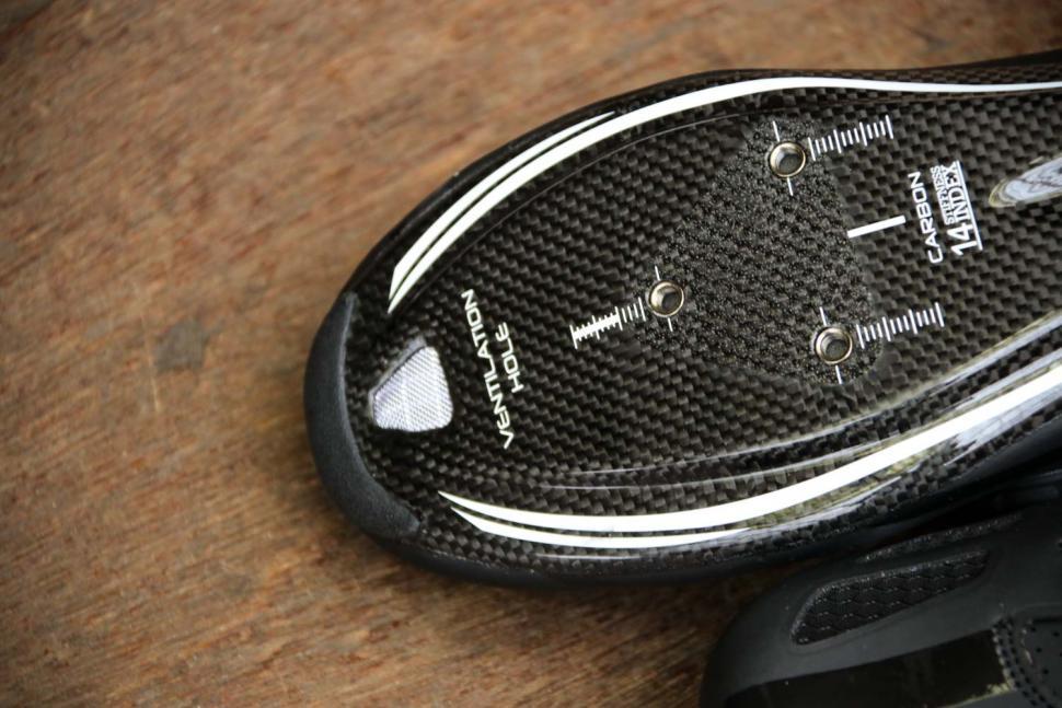 FLR F-XX Strawweight Road Race Full Carbon Sole Shoe in Black - sole toe.jpg