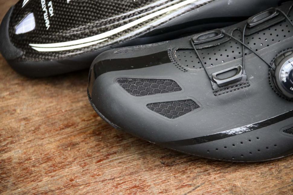 FLR F-XX Strawweight Road Race Full Carbon Sole Shoe in Black - toe.jpg