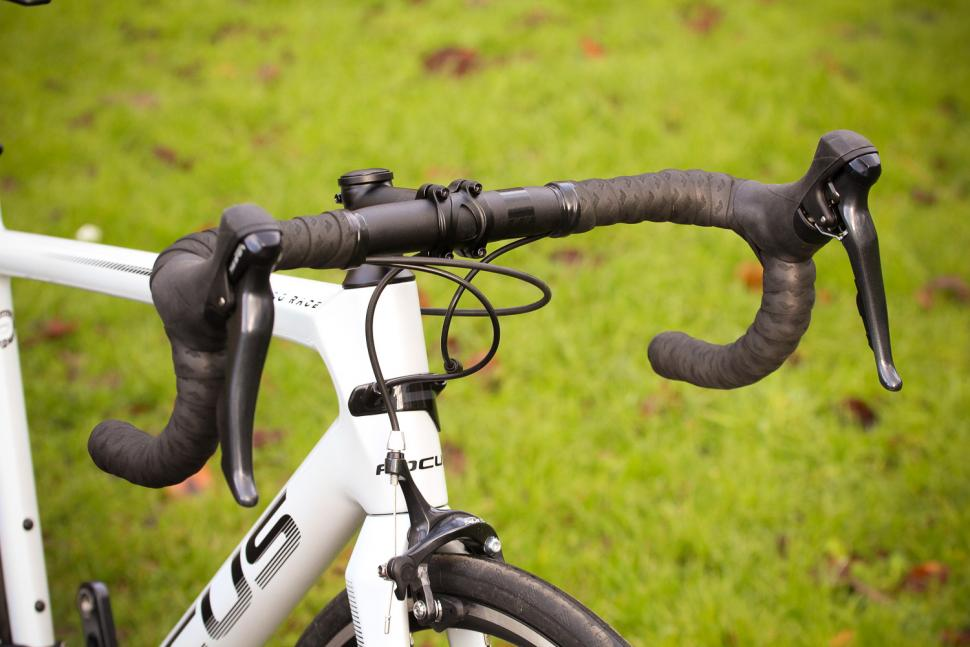 Focus Izalco Race - bars.jpg