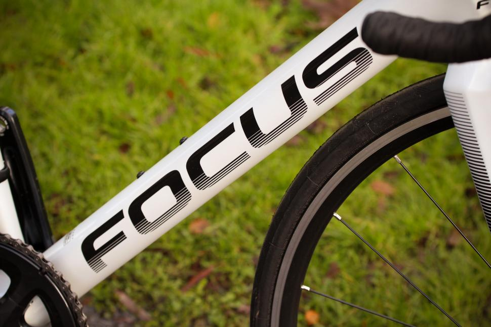Focus Izalco Race - down tube.jpg