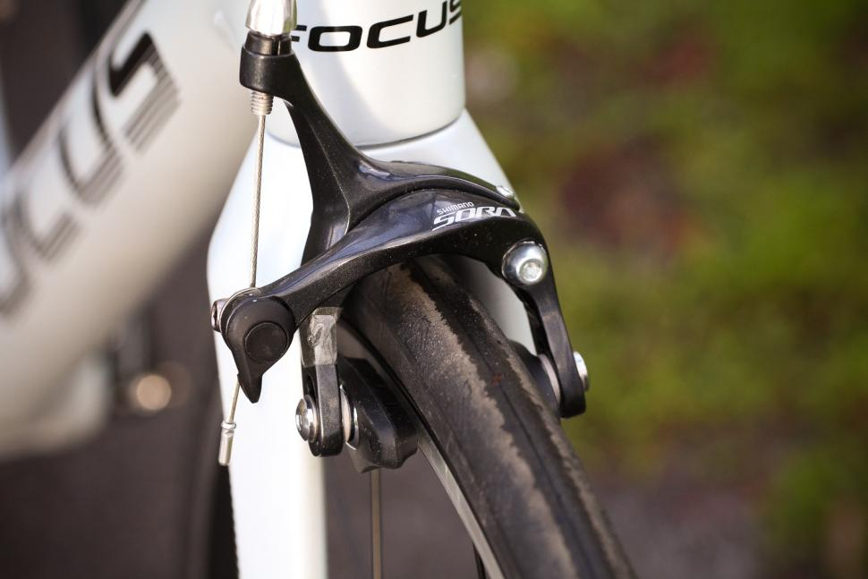 Focus Izalco Race - front brake.jpg