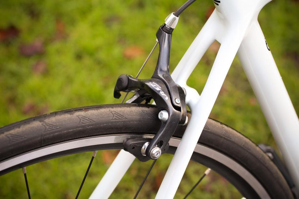 Focus Izalco Race - rear brake.jpg