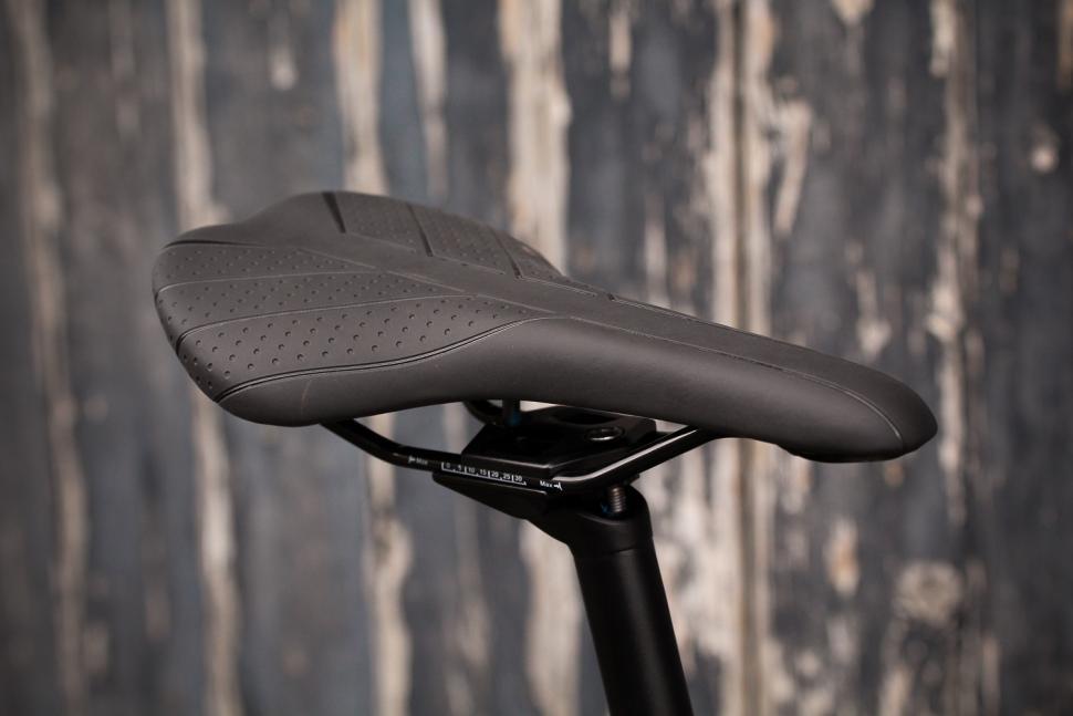 Focus Paralane AL Tiagra - saddle.jpg