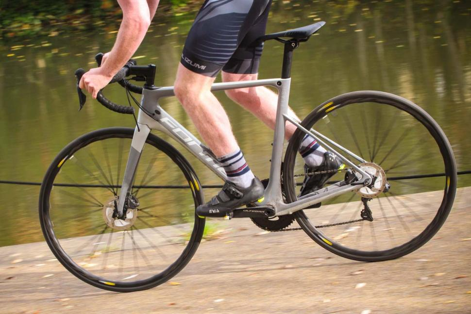 Forme Flash Ultegra Di2 - riding 4.jpg