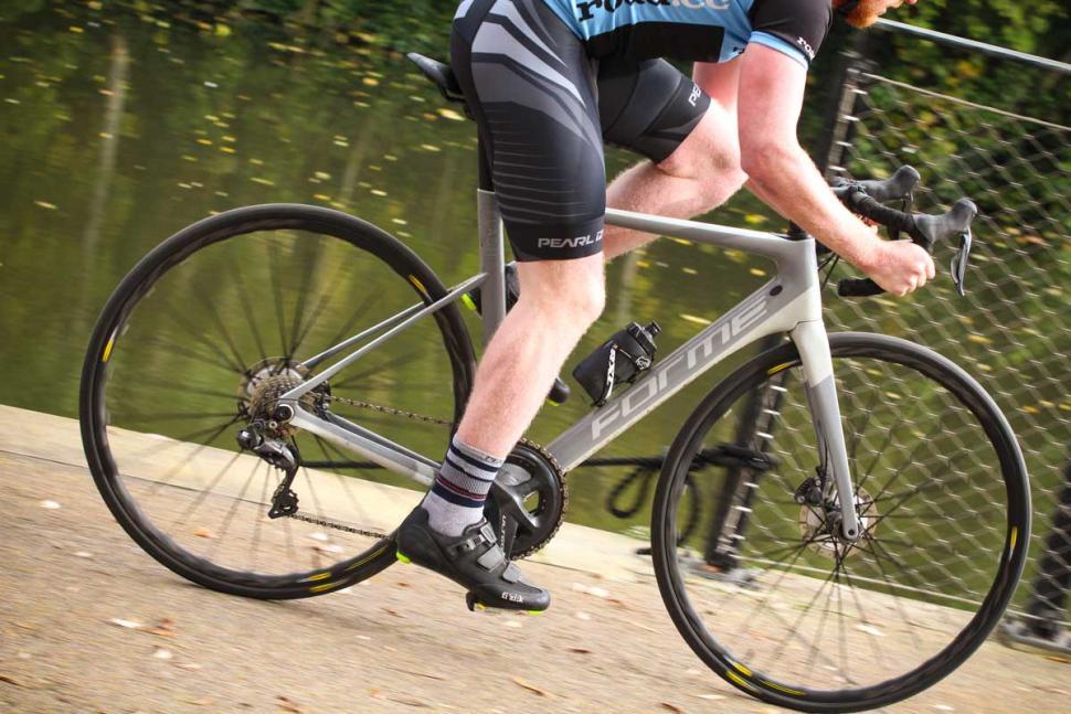 Forme Flash Ultegra Di2 - riding 5.jpg