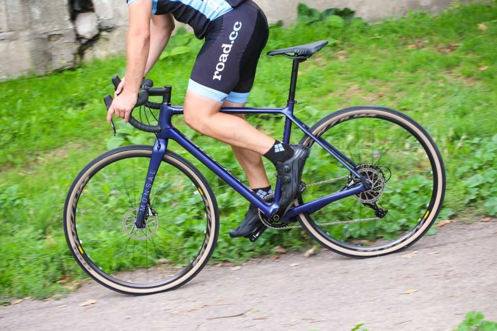 forme_monsal_rival_-_riding_2.jpg