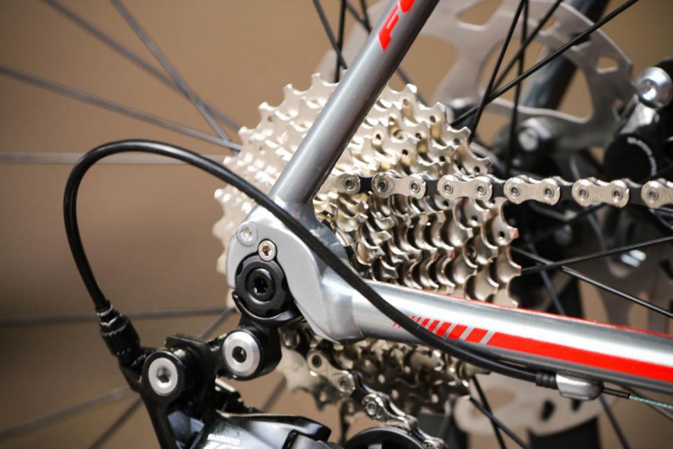 Fuji Roubaix 1.3 Disc - rear drop out.jpg