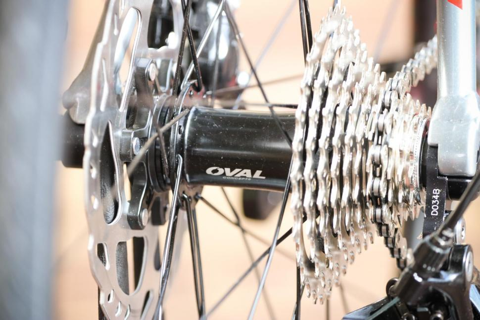 Fuji Roubaix 1.3 Disc - rear hub.jpg