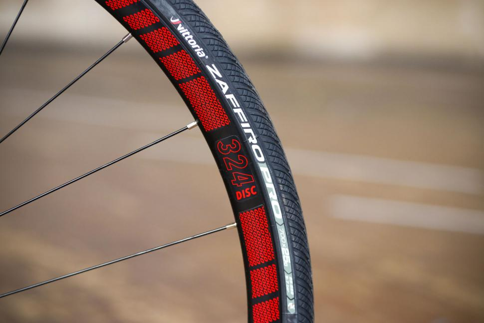 Fuji Roubaix 1.3 Disc - tyre.jpg