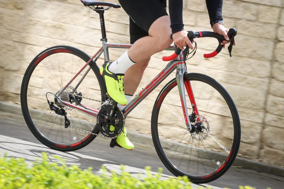 Fuji Roubaix 1.3 Road riding-5.jpg