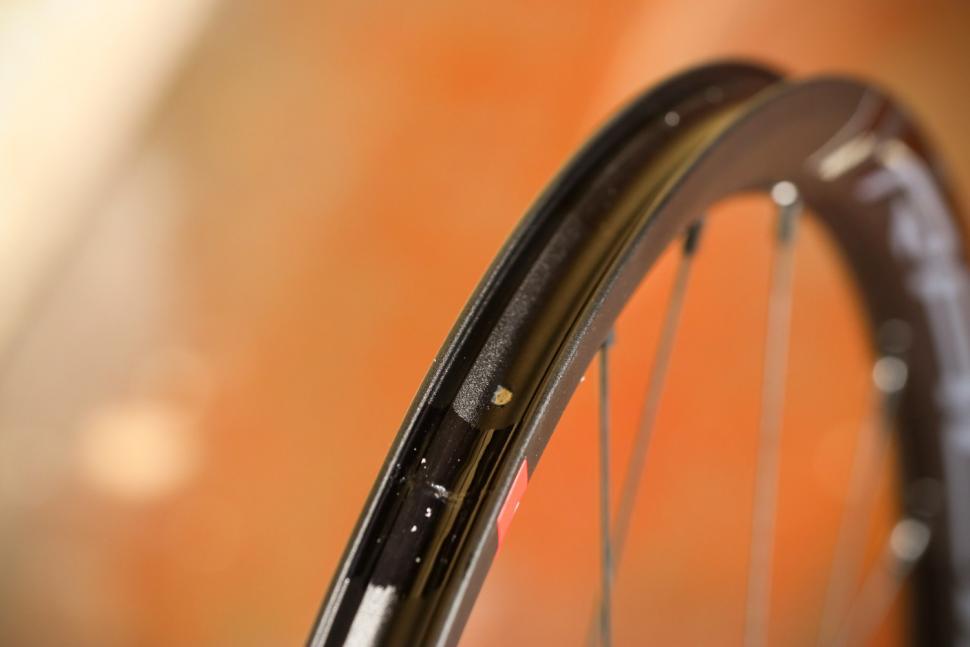 Fulcrum 2019 Racing 3 Disc Brake Wheelset - rim bed.jpg