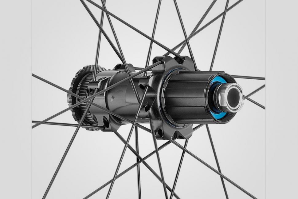 Fulcrum Competition - Wind 40 DB rear hub.jpg