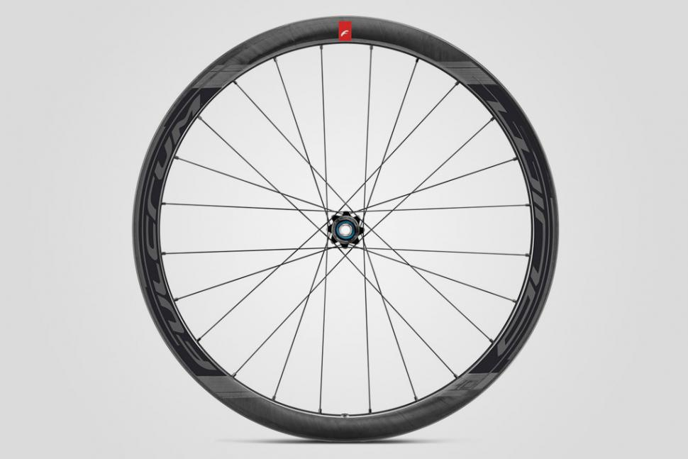 Fulcrum Competition - Wind 40 DB wheel 2.jpg