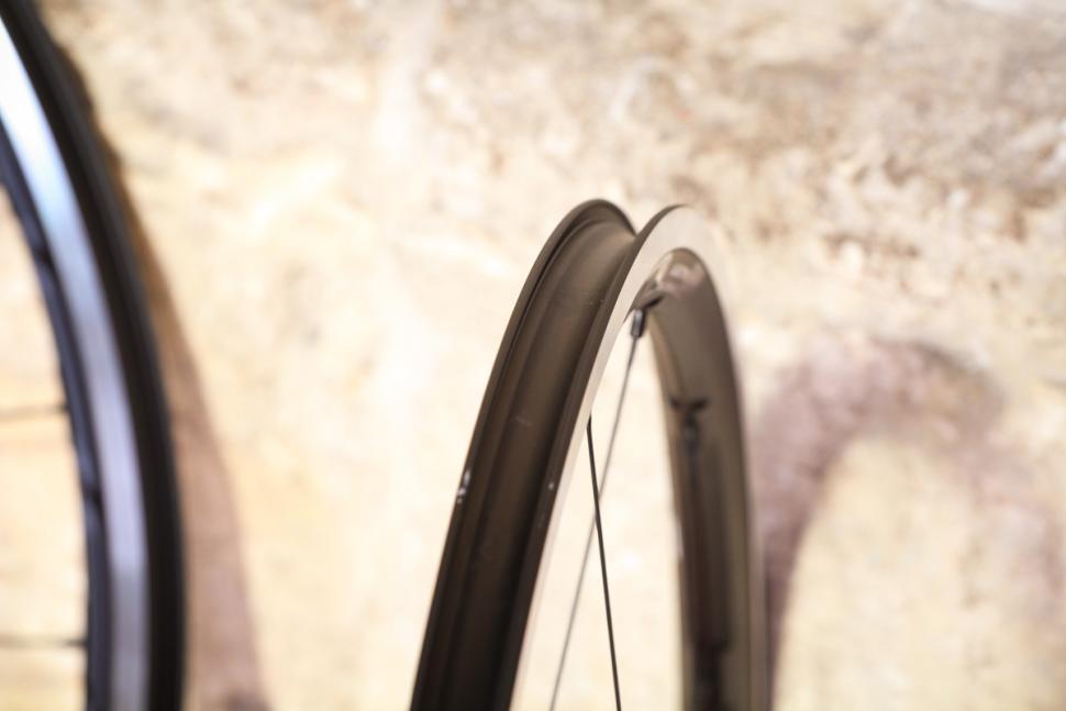 Fulcrum Racing 3 wheels - rim bed.jpg