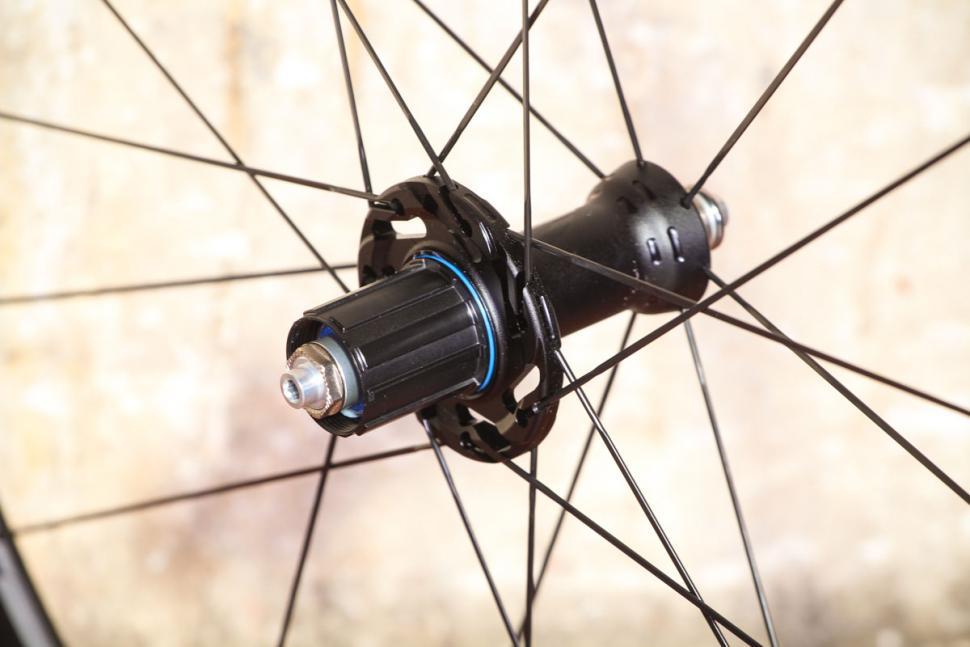 Fulcrum Racing 3 wheels - rim hub 2.jpg