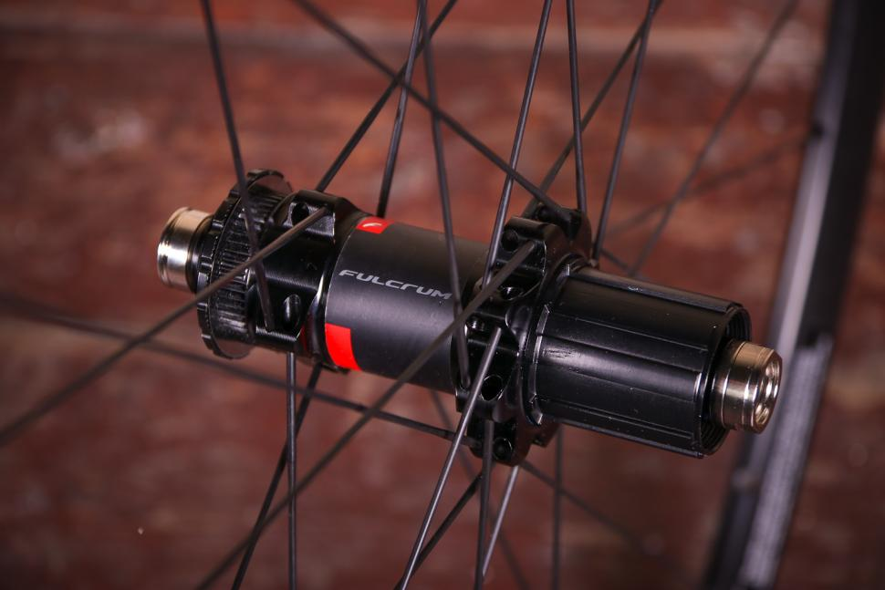 Fulcrum Racing 5 wheelset - rear hub 2.jpg