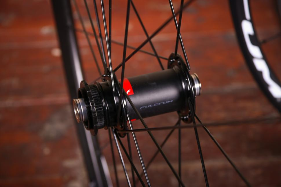 Fulcrum Racing 7 wheelset - front hub 2.jpg