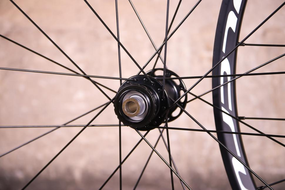 Fulcrum Racing 7 wheelset - front hub.jpg