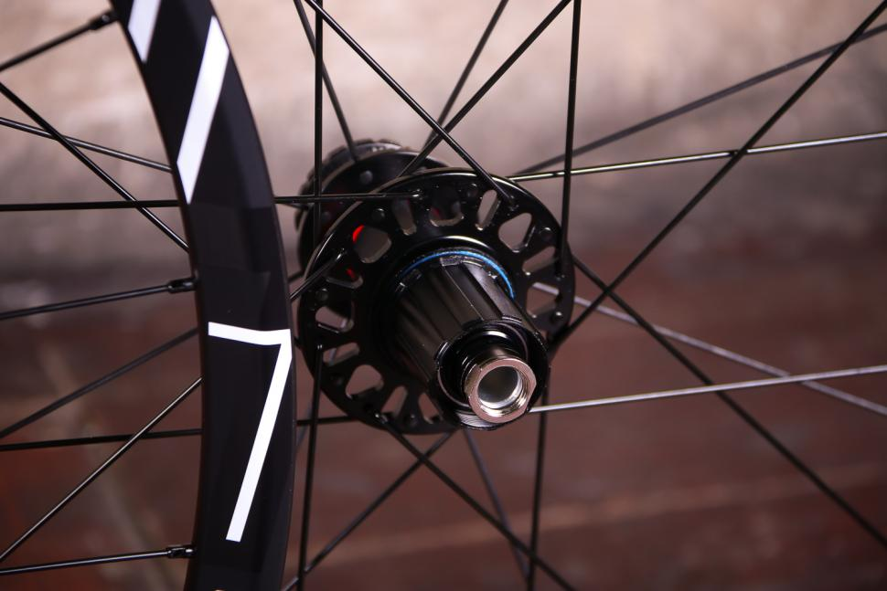 Fulcrum Racing 7 wheelset - rear hub.jpg