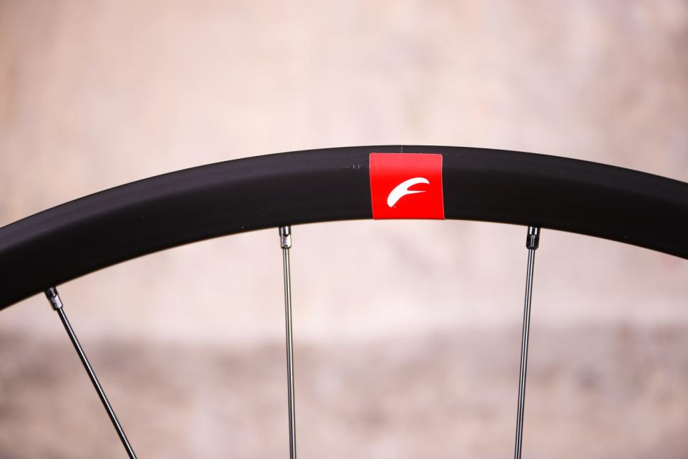 Fulcrum Racing 7 wheelset - rim 2.jpg
