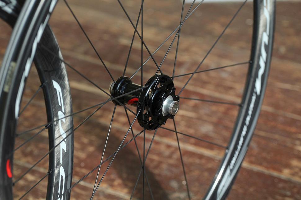Fulcrum Racing Quattro Carbon DB wheelset - front hub.jpg