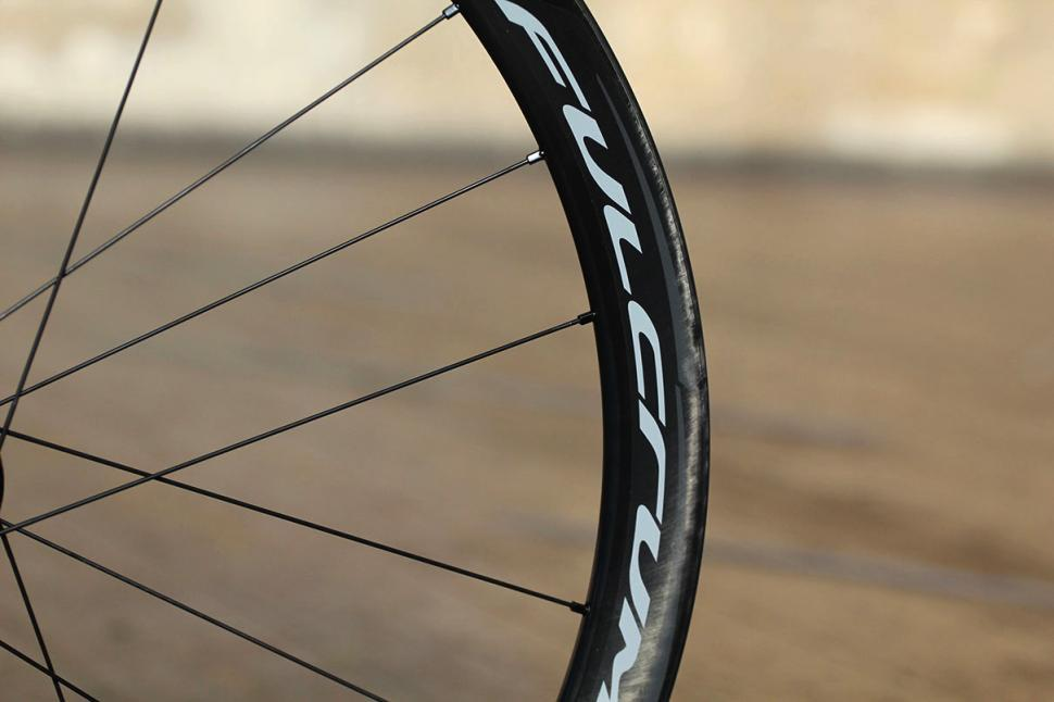 Fulcrum Racing Quattro Carbon DB wheelset - rim detail.jpg