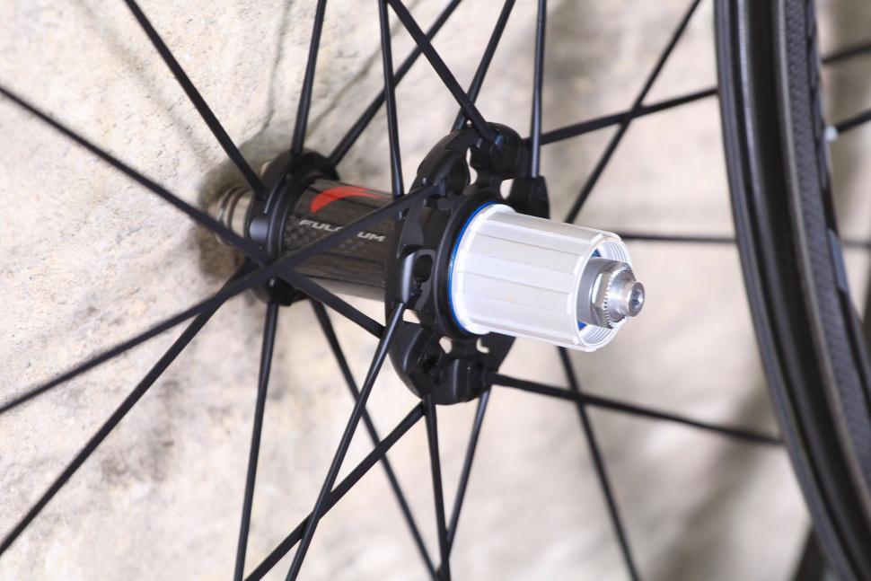 Fulcrum Racing Zero Carbon Road Wheels - rear hub.jpg