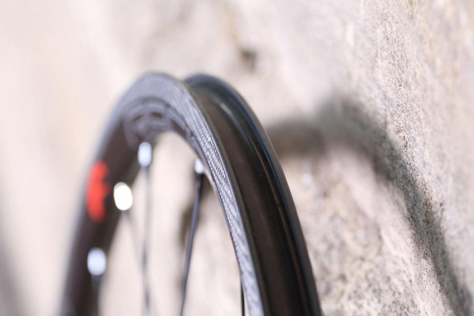 Fulcrum Racing Zero Carbon Road Wheels - rim bed.jpg