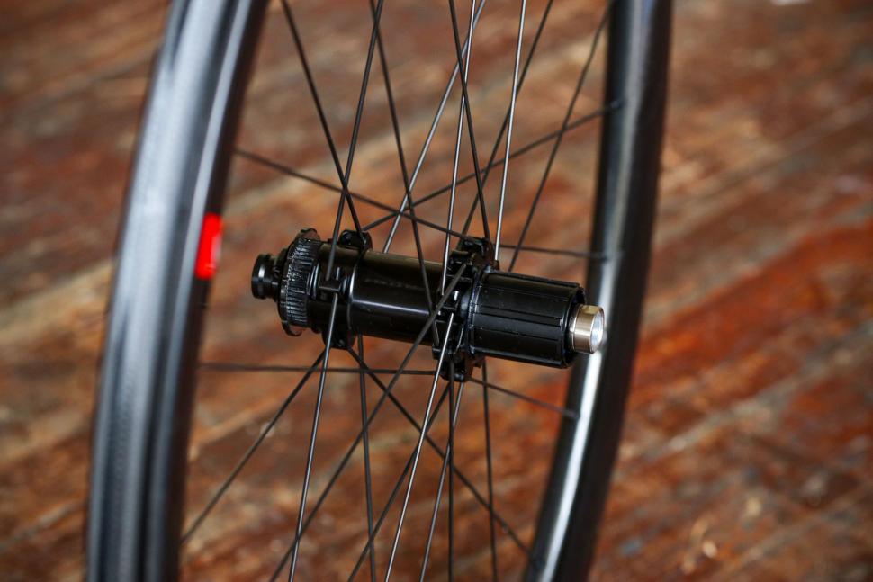 Fulcrum Wind 40 Disc Brake Wheels - rear hub 2.jpg