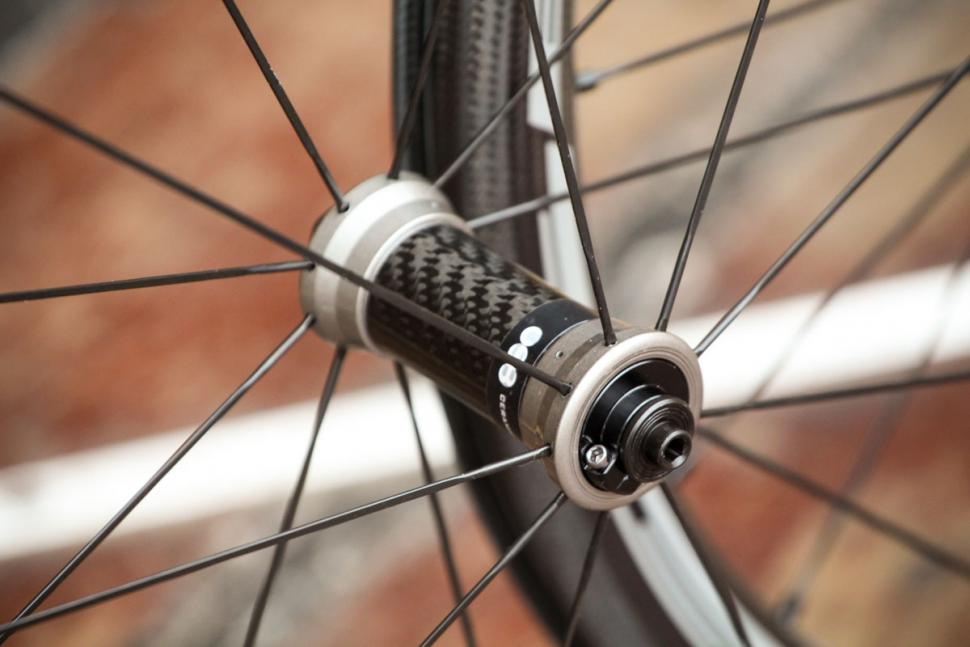 fulcrum_2018_racing_speed_40c_carbon_wheelset_-_front_hub.jpg
