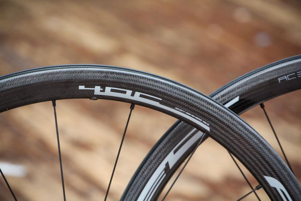 fulcrum_2018_racing_speed_40c_carbon_wheelset_-_rim_detail_2.jpg