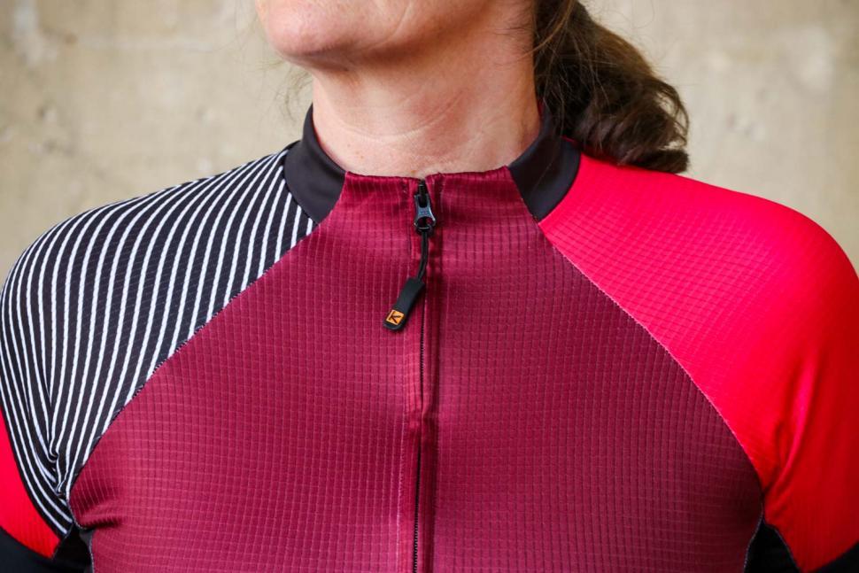 Funkier Mataro Pro Ladies Rider Short Sleeve Jersey in Merlot - collar.jpg